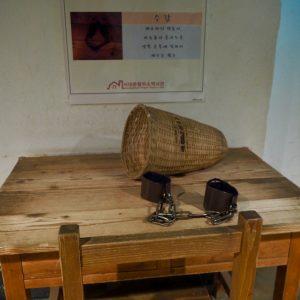 拘束器具の展示