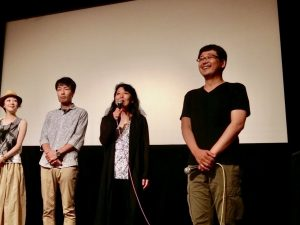 映画の舞台挨拶。堀監督と出演者たち