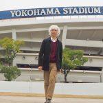横浜スタジアムの前の筆者