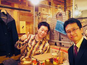 岩松さんと食事している写真