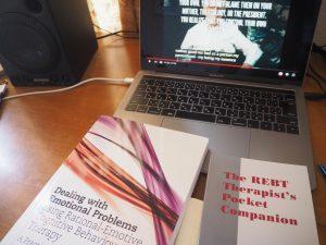 REBTの本、パソコンにはエリス博士のYoutube画像