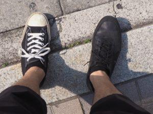 靴。左右別々。